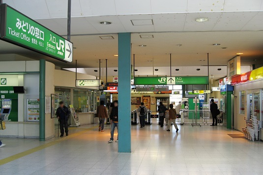 Gate_of_JR_Sagamihara_Station_in_2008.jpg